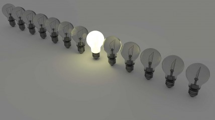 light-bulbs-1125016_1920 (1)